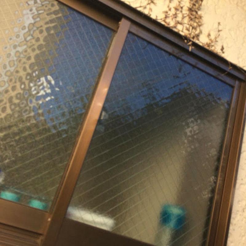 清川村エリア会社の事務所、泥棒被害によるガラスの割れかえ修理とサッシの凹み補修工事アフタ画像