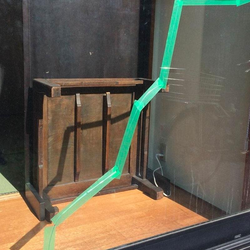 藤沢市土棚エリア戸建て、複層遮熱ガラスのヒビ割れ、ガラス交換修理ビフォア画像