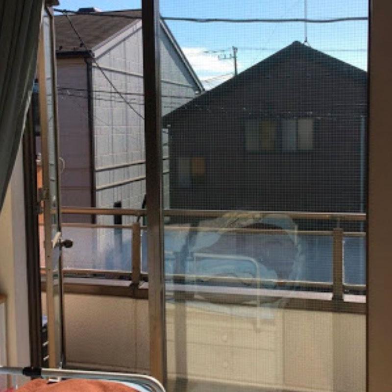 川崎市麻生区エリアマンション、ベランダ透明ワイヤーガラスのヒビ割れ修理アフタ画像