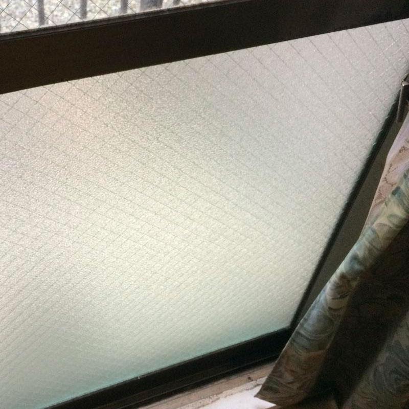 横浜市瀬谷区エリア、マンションベランダくもりワイヤーガラス空き巣被害によるガラス割れ替え修理アフタ画像