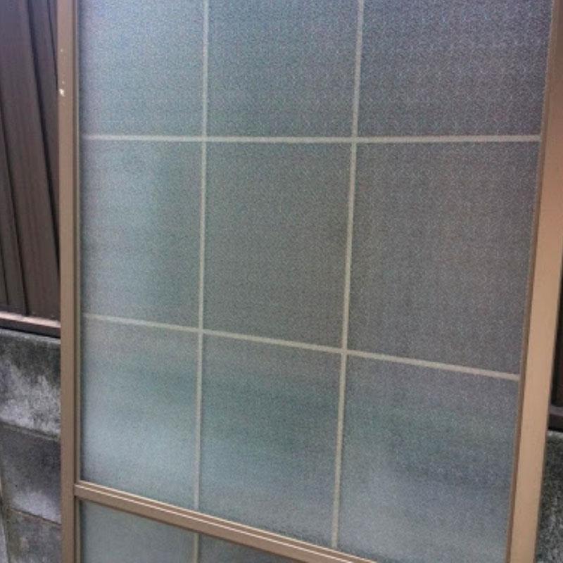 寒川町エリア、戸建て、ベランダくもりガラスの泥棒被害によるガラス割れ替え交換修理アフタ画像