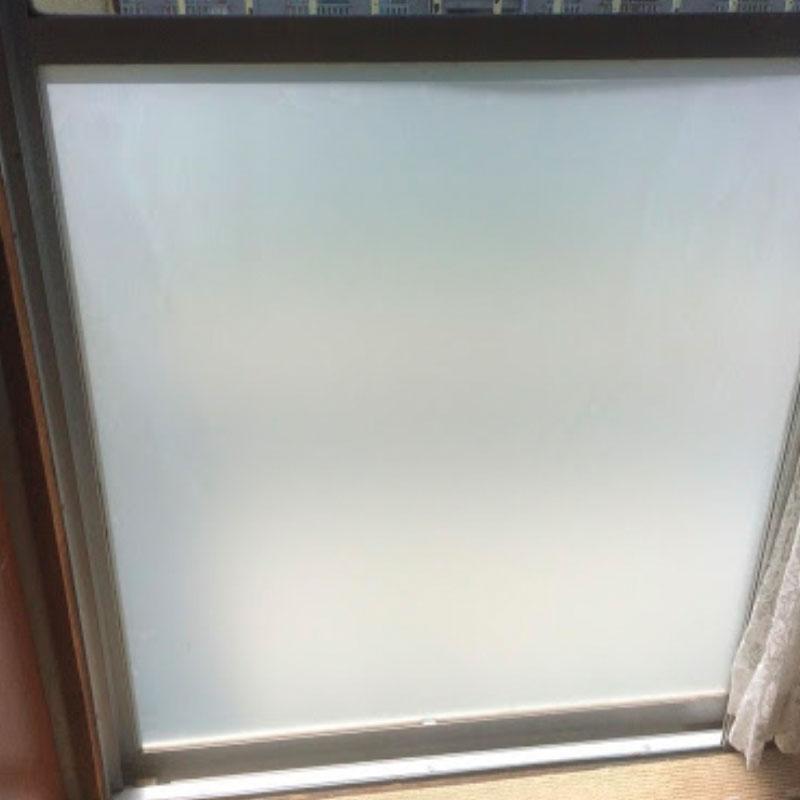 厚木市鳶尾エリア団地のベランダ窓ガラス割れかえ施工完了しました。アフタ画像