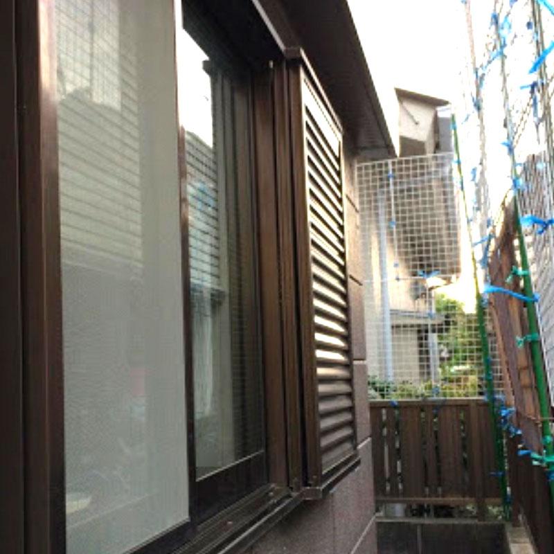 藤沢市円行エリア、戸建て腰高窓透明クロスワイヤーガラスのヒビ割れガラス交換修理アフタ画像