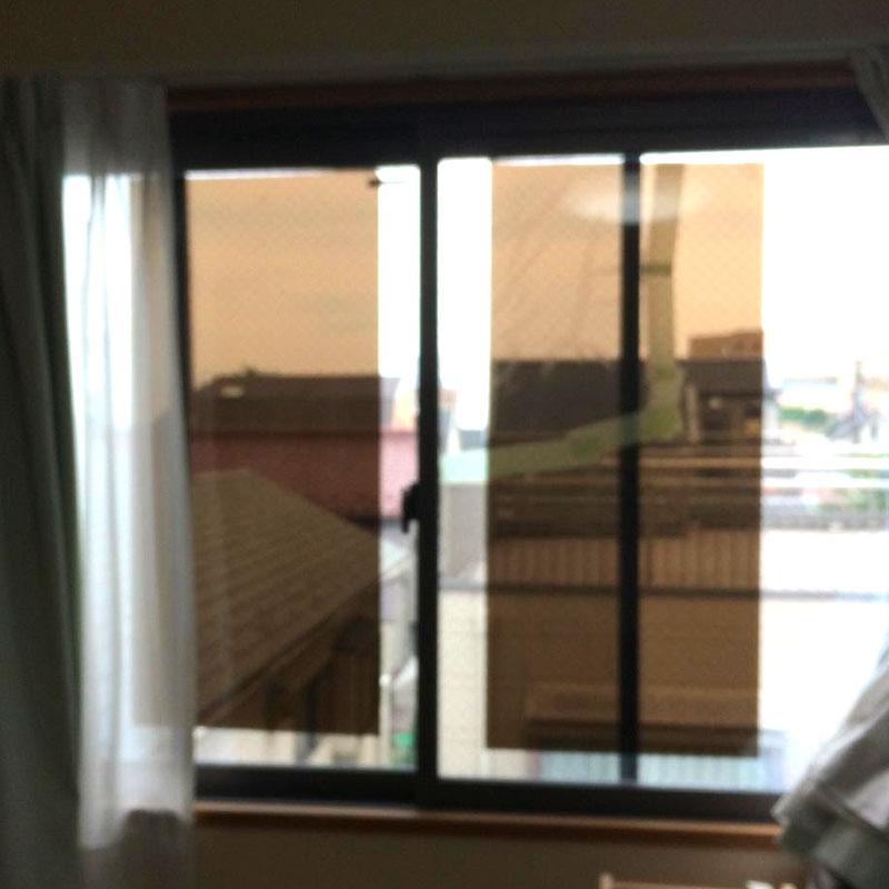 横浜市旭区エリア、戸建て遮熱複層透明ワイヤーガラス「サンバランス」のヒビ割れガラス交換修理ビフォア画像