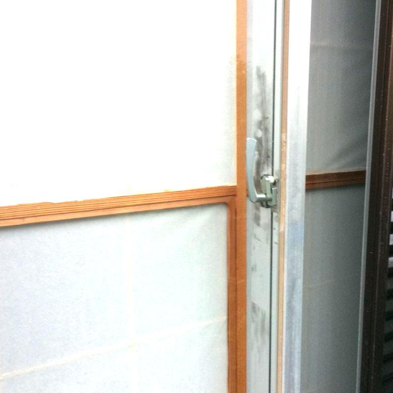 小田原市小竹エリア戸建て和室ベランダ泥棒被害による透明3ミリガラス割れ替え修理アフタ画像