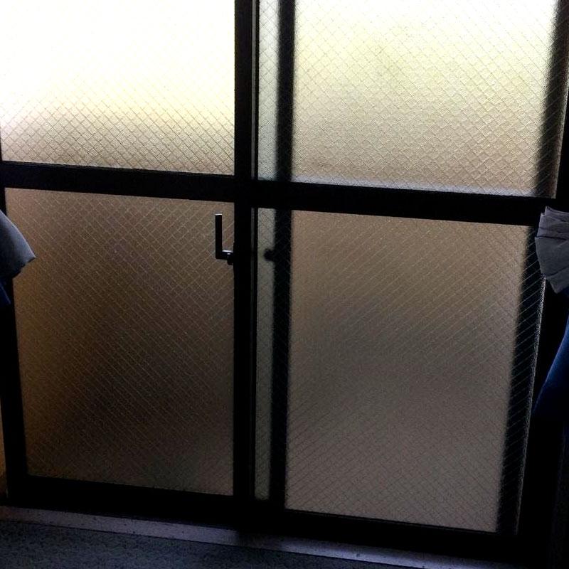 大磯町エリア、マンション、ベランダくもりワイヤーガラスのヒビ割れガラス交換修理のお客様アフタ画像